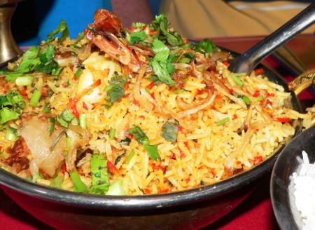 Kurczak z ryzem, warzywami i szałwią